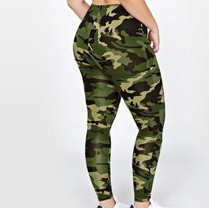 Pants - 🆕️ NWT Plus Size Camouflage Leggings Sz 2X-READ
